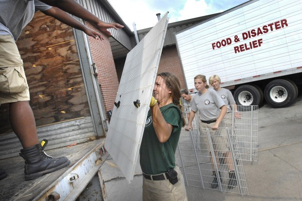 americorps team helps spruce up bloomington food pantry