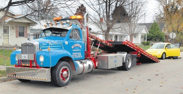 Lincoln Towing Company Uses Unusual Wreckers Your Town Pantagraph Com