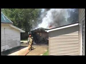 Video: Bloomington fights garage fire