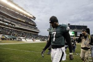 Without Jackson, Eagles fall to Cardinals 21-17