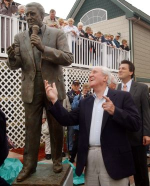 Cozy 3: Cozy Morley and his statue in North Wildwood in 2003. - File photo
