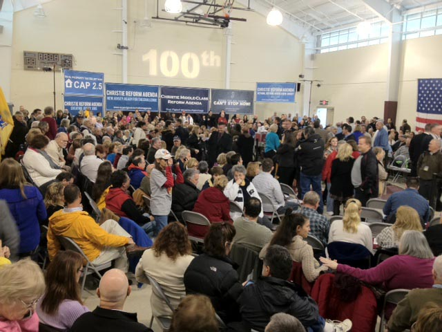Gov Town Hall crowd early
