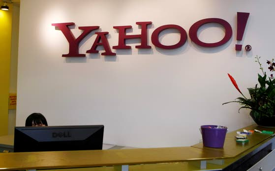 Yahoo facelift lets the site make its case to be a social networking hub