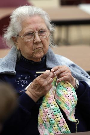 egap n14 knitting 112584237.jpg
