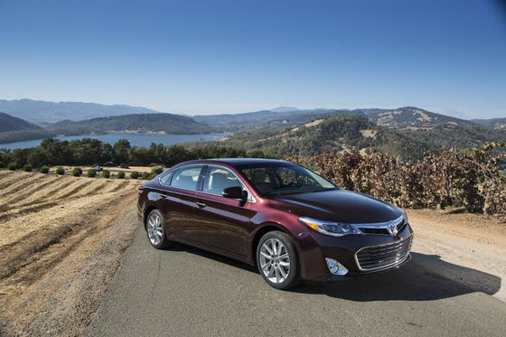 Stylish 2013 Toyota Avalon Targets Younger Buyers