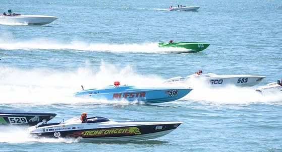 Racers bring waves of excitement to thrill fans on pier, along beach