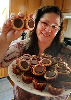 Making cookies is a family affair for Galloway woman