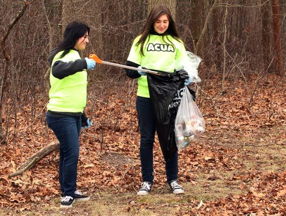 It's time to tidy upVolunteers pitch in to pick up trash at popular events