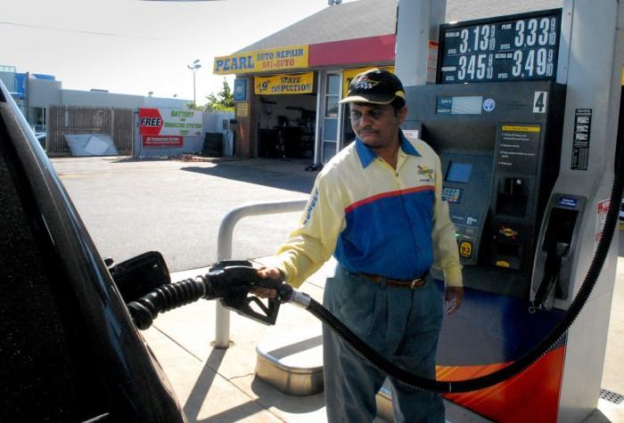 gas price drops77757910.jpg