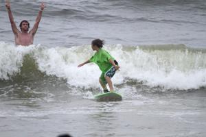 ship bottom surfing contest