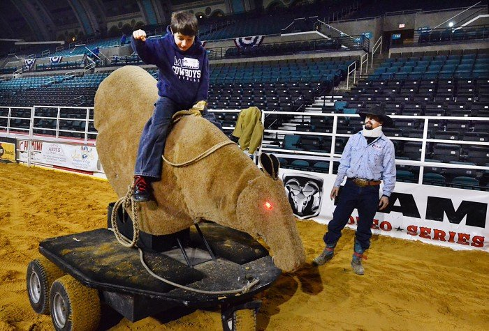 saddle bronc bucking machine
