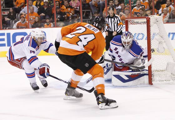Mason's strong start in net helps Flyers tie series 2-2