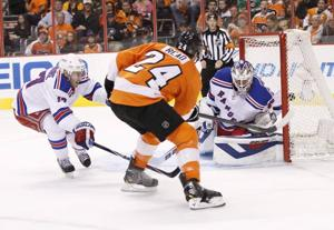 Mason's strong start in net helps Flyers tie series 2-2