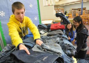 Davies Middle School's NJHS amps up Teens for Jeans drive