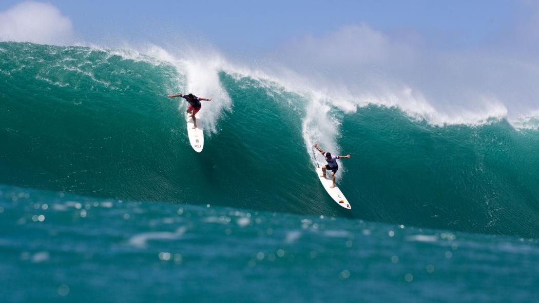 Big-wave Hawaiian surfing contest photos