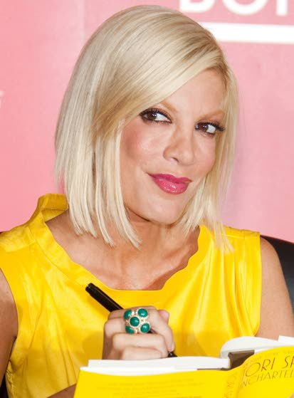 Tori Spelling to write two new books