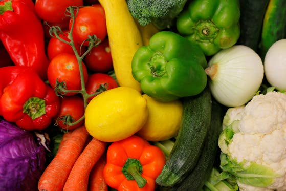Health briefs: Watch when you eat as well as what you eat; natural health food benefits