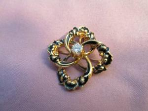 Antiques & Collectibles: Edwardian jewelry combines pin and pendant
