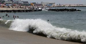 Surfers Impact109257977.jpg