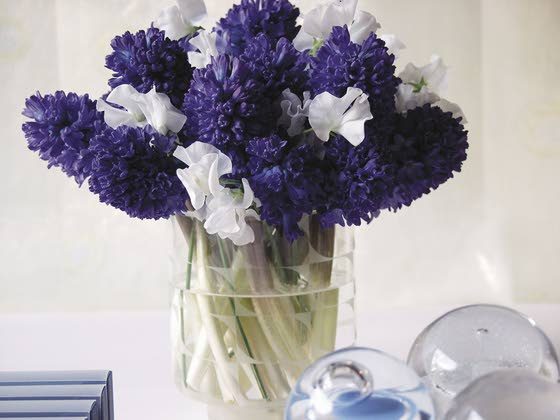 Create fresh-cut flower bouquets for Mother's Day