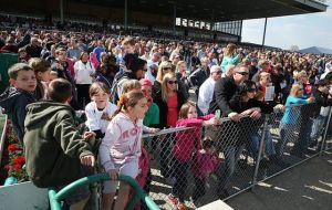 12,653 Spectators Bring 12,653 Theories To Track: Spectators get a close look at the action at Atlantic City Race Course in Mays Landing on Sunday afternoon. 'This is just a very fun meet. Everyone's happy, and there's no stress. It's great,' jockey Maria Remedio said.