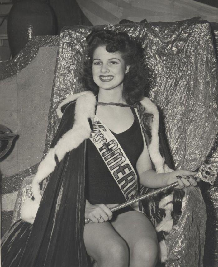 Miss America 1942.jpg