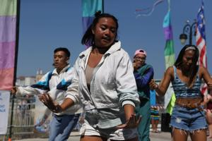 Filipinos share taste of Pacific at Music Pier