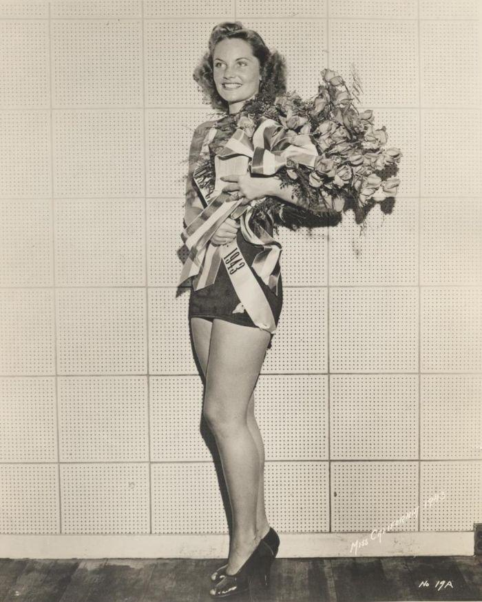 Miss America 1943.jpg