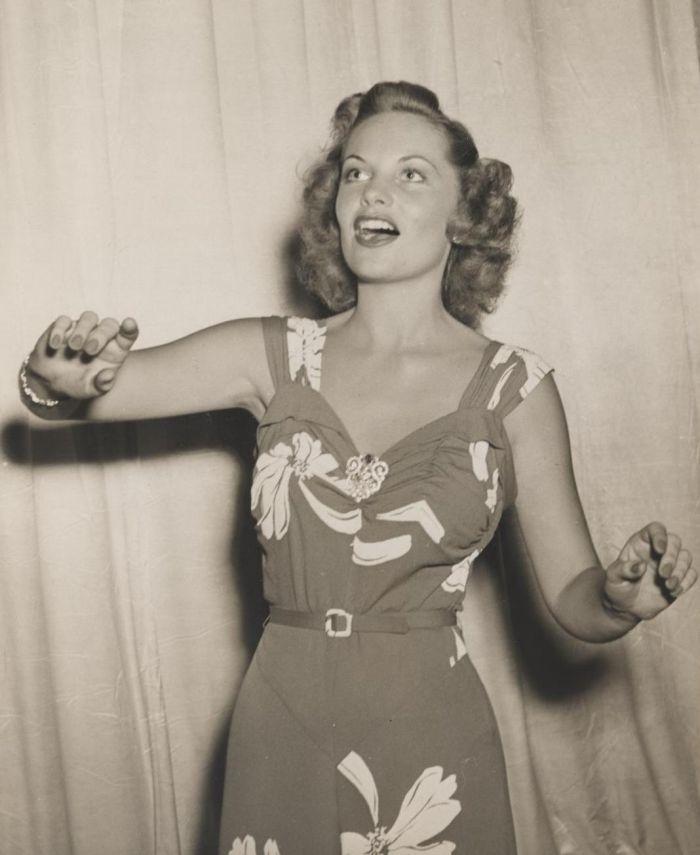 Miss America 1943 001.jpg