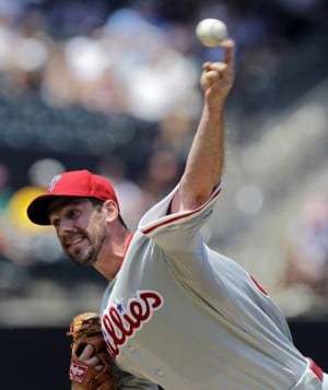 Cliff Lee finally gets first win of the season