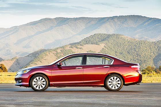 2013 Honda Accord Dazzles Midsize Sedan Segment