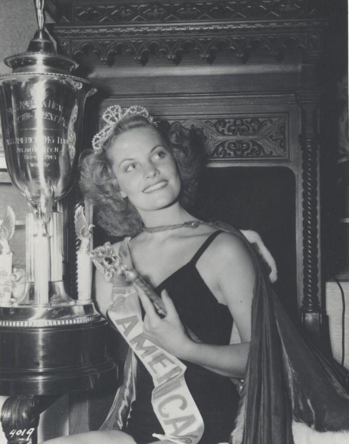 Miss America 1943 004.jpg