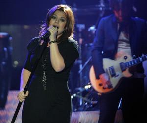 Kelly Clarkson Review