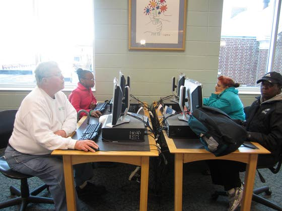 Pleasantville library introduces older residents to computer use