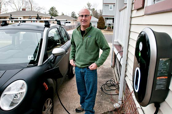 Northfield's Hutchison family uses sun to charge up its two small electric cars