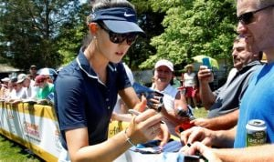 No longer teenage phenom, Wie plays encouraging round