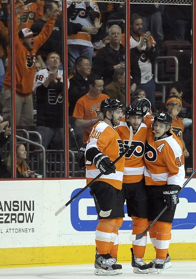 Brayden Schenn's big play saves Flyers