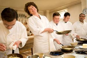 Meryl Streep dominates the uneven 'Julie & Julia'