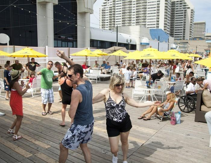 5 things you need to know about the Hilton Beach Bar