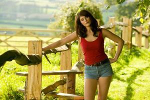 Film Review: 'Tamara Drewe' twists the romantic romp