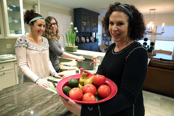 Young vegetariansKids and teens can  go meatless, but parents  assure they follow a  well-planned diet