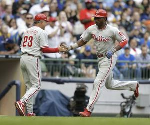 Brown hits 19th HR, but Phillies fall below .500