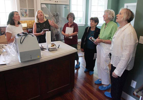 The effort is on the houseVolunteers help make house tour fundraisers a success