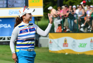 LPGA: Hee Young Park waves to crowd after finishing. Sunday June 2 2013 LPGA ShopRite Classic at Seaview Resort in Galloway. Final Day. (The Press of Atlantic City / Ben Fogletto)  - Ben Fogletto