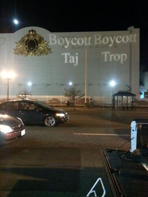 Union fights Taj Mahal with light-show graffiti