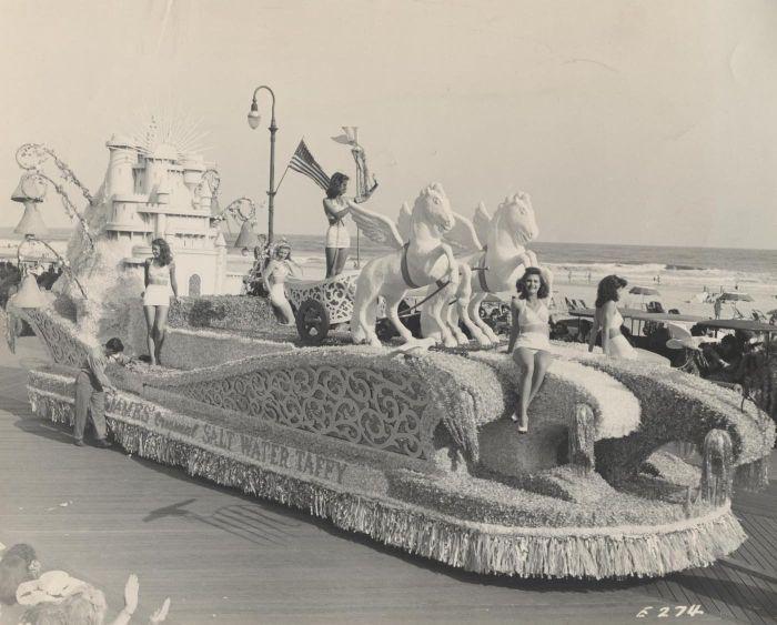 Miss America Parade 1945.jpg