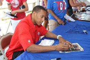 Turner brings 76ers buzz to beach