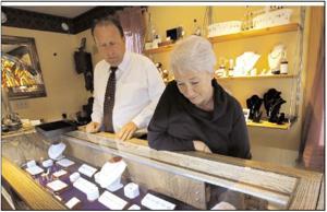 Thieves nab $100,000 in rings