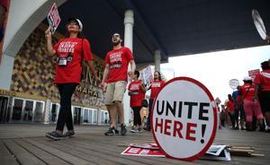 Steelworker Union Joins Taj Picket Line in AC