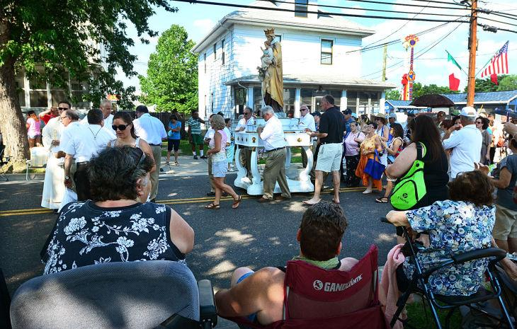 Y17 Mount Carmel parade